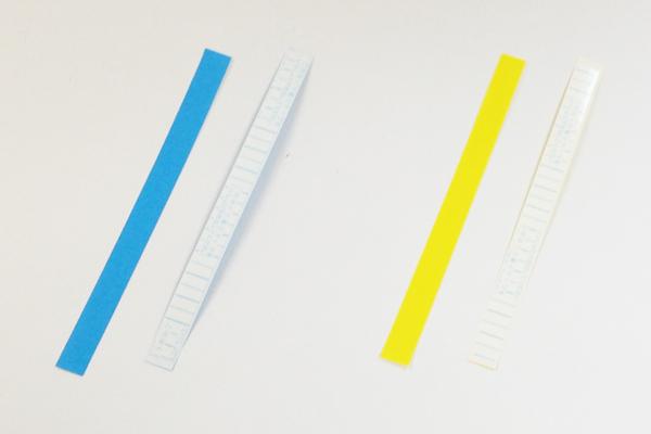 (3/4)帯用のパーツには裏側に両面テープをつける。