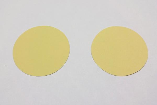 (3/3)顔用のパーツを画用紙で作っておく。