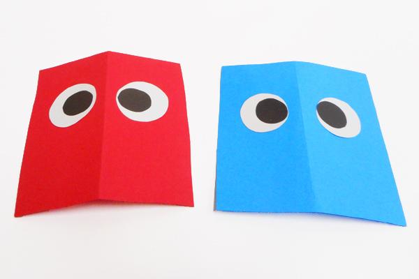 (2/3)画用紙の表側には、目をつけておく。