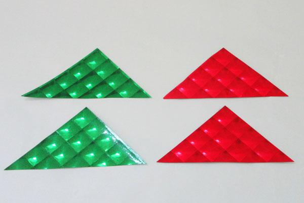 (1/3)ホログラムおりがみを三角形に切る。