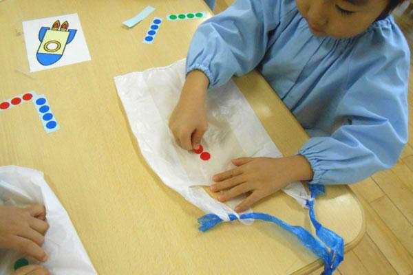 お正月遊び製作「凧」(3歳児)