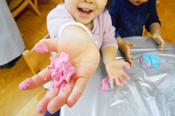 小麦粉粘土遊び(1歳児)