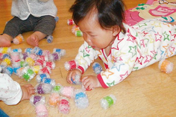 プチプチボールで遊ぼう(0歳児)