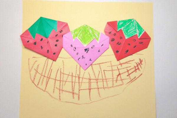 イチゴの折り紙絵(4歳児)