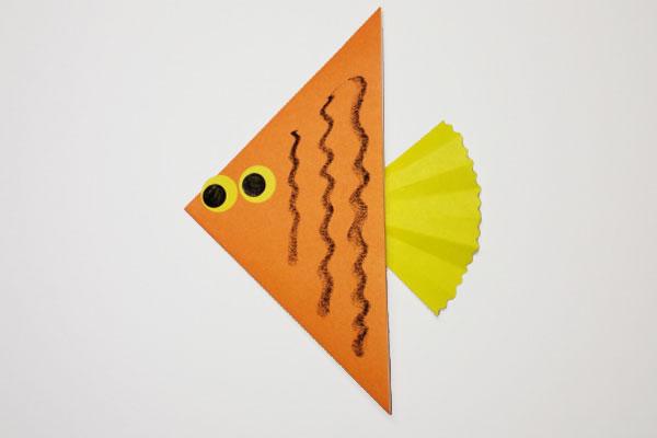 折り紙「海のともだち②魚」(3歳児)