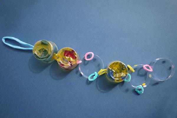 たなばた製作「プラスチックカップでつくる七夕かざり」(5歳児)