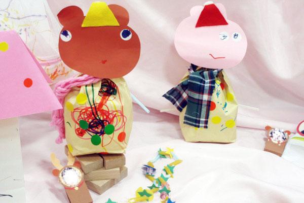 造形展「サンタさんからきたてがみ」①動物の人形つくり(1歳児)