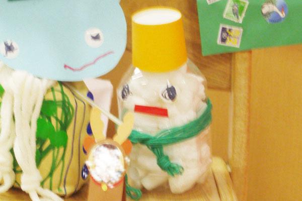 造形展「サンタさんからきたてがみ」③雪だるま(1歳児)