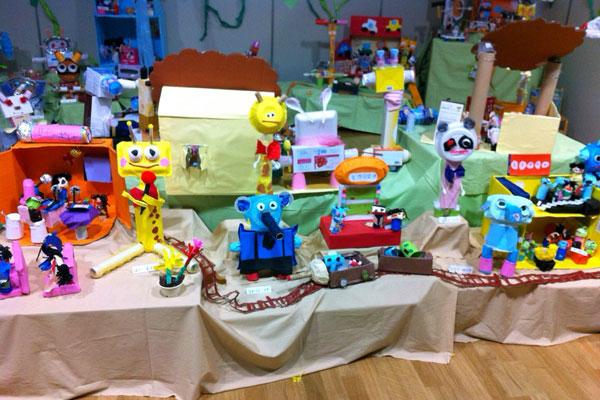 造形展「土の中のモグラ電車」(4歳児)