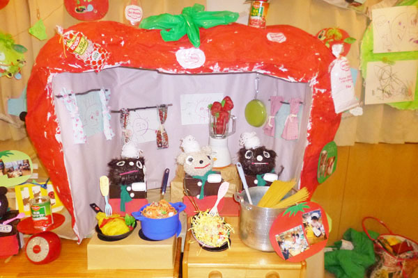 造形展「トマトさん」(2歳児)