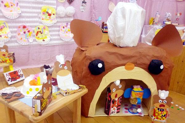 造形展「お菓子の家」(0,1,2歳児)