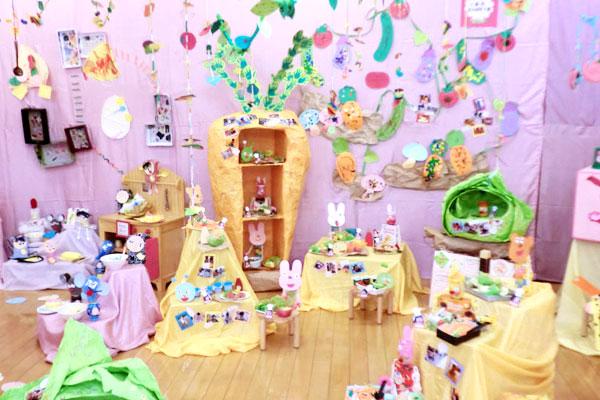 造形展「世界一おいしいレストラン」(0,1歳児)