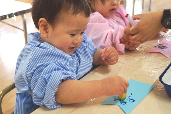 スタンプでこいのぼり(1歳児)