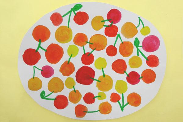 絵の具との出会いを楽しむ⑤「サクランボの色あそび」(5歳児)