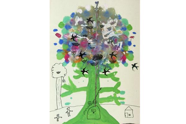 デカルコマニーの技法を楽しむ「大きな木」(5歳児)