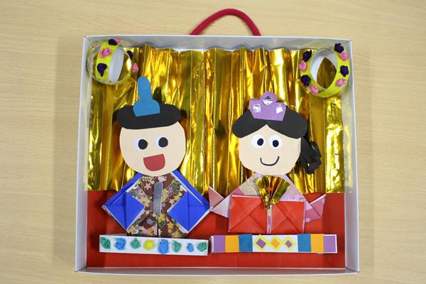 折り紙のおひなさまタペストリー(5歳児)