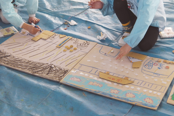 ダンボール片を貼って描いてみよう (3歳児,4歳児,5歳児)