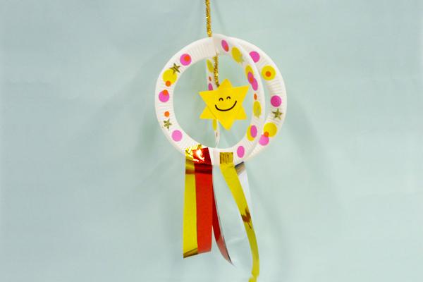 たなばた製作「お星さまキラキラ飾り」(3歳児)