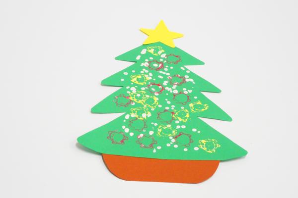 スタンプでクリスマスツリー(0歳児)