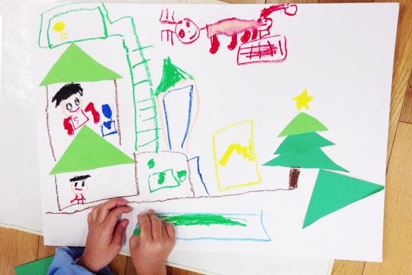 クリスマスツリーを貼って描いてみよう(4歳児,5歳児)