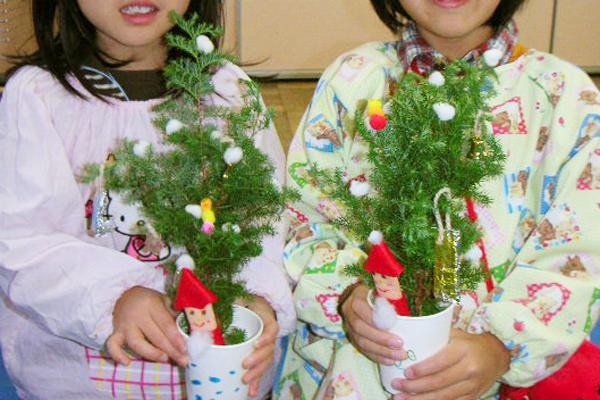 自然の香りがするミニクリスマスツリー(4歳児,5歳児)