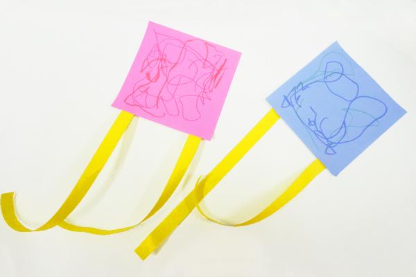 簡単!折り紙のひらひら凧(1歳児)