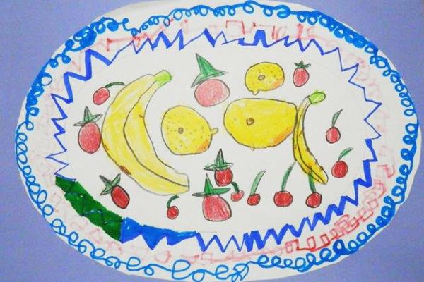 素敵なお皿にくだものがいっぱい!(5歳児)