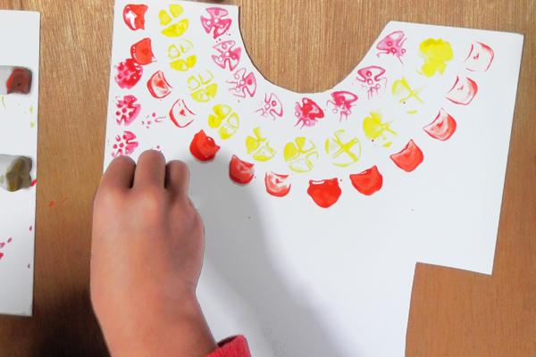 油粘土でスタンプあそび(4,5歳児)