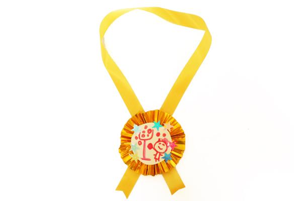 ピカピカ金メダル製作(5歳児)